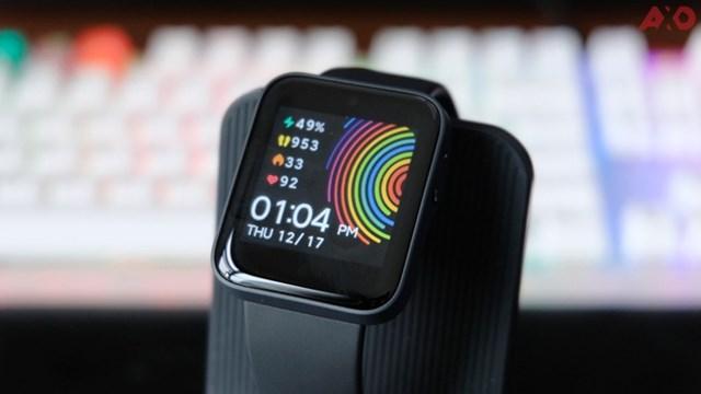 Xiaomi Mi Watch Lite ra mắt tại Việt Nam vào ngày 14/1, giá 2 triệu đồng. Hiện tại, sản phẩm được chào bán với giá 1,4 triệu đồng. Thiết bị dùng màn hình 1,4 inch, độ phân giải 320x320 pixel. Model này có viên pin dung lượng 230 mAh, đáp ứng khoảng 9 ngày sử dụng.