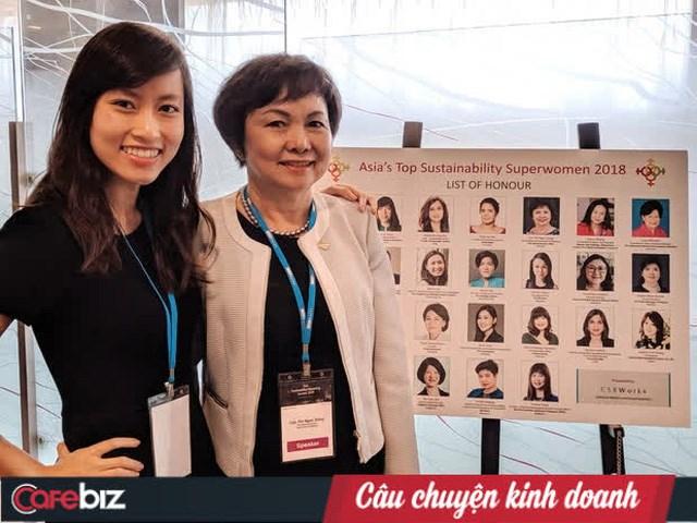 Trần Phương Ngọc Hà và mẹ.