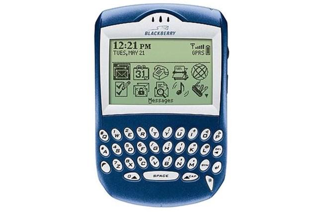 Được ra mắt năm 2003,BlackBerry 6210là chiếc điện thoại đầu tiên hỗ trợ đàm thoại rảnh tay bằng loa ngoài. Máy có kiểu dáng nhỏ gọn hơn so với những sản phẩm trước, các tính năng nổi bật như gửi email, nhắn tin SMS, duyệt web hay đặt lịch hẹn. Đây cũng là một trong những điện thoại BlackBerry cuối cùng sử dụng màn hình đơn sắc trước khi chuyển sang màn hình màu.
