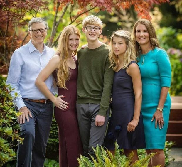 Gia đình tỷ phú nổi tiếng (từ trái sang): Bill Gates, Jennifer, Rory, Phoebe, và mẹ Melinda Gates