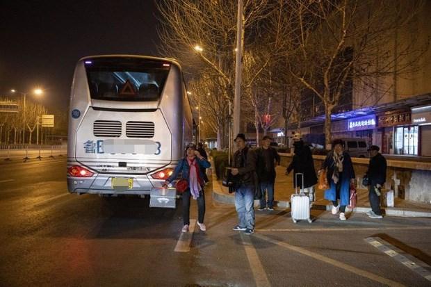 10h tối ngày 14/3, xe về đến thành phố, 1 số thành viên trong đoàn xuống xe đi về
