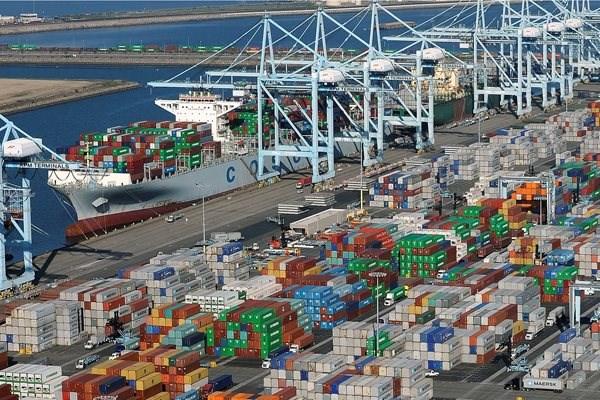 Kể từ đầu năm nay, nhiều tàu container phải neo chờ ngoài khơi bờ biển Nam California ở Bờ Tây nước Mỹ do công suất ở hai cảng Los Angeles và cảng Long Beach (trong ảnh) bị quá tải.