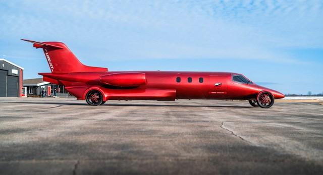 Limo lai máy bay đầu tiên thế giới: Giá không dưới 115 tỷ, hát karaoke trên trời, tặng kèm xe bán tải - Ảnh 1