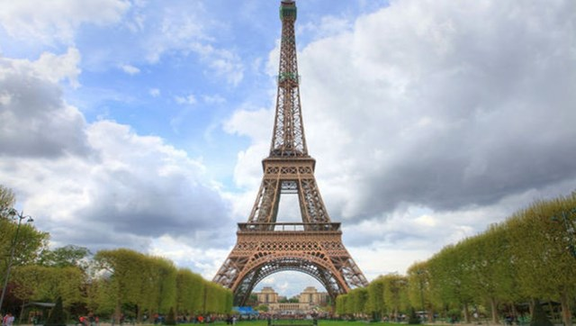 Tháp Eiffel – biểu tượng hoa lệ của Paris.