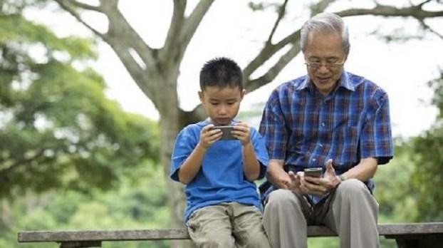 Người già sử dụng smartphone không hề khó khăn như bạn nghĩ