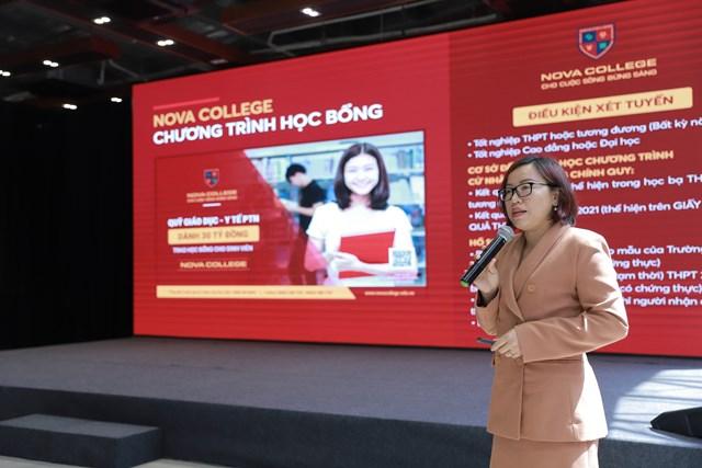 Thạc sĩ Nguyễn Thị Ngọc Quyên - Hiệu trưởng Trường Cao đẳng Nova giới thiệu về chương trình đào tạo và chương trình học bổng năm học 2021- 2022.
