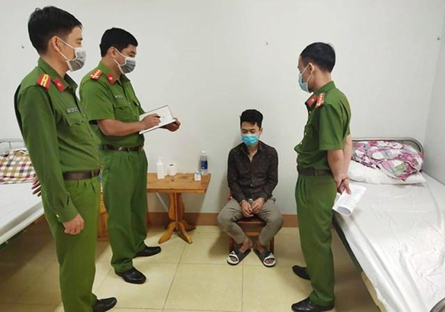 Lực lượng công an bắt giữ đối tượng Trần Mạnh Hùng.