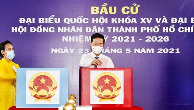 Thường trực Ban Bí thư Võ Văn Thưởng bỏ phiếu bầu cử.