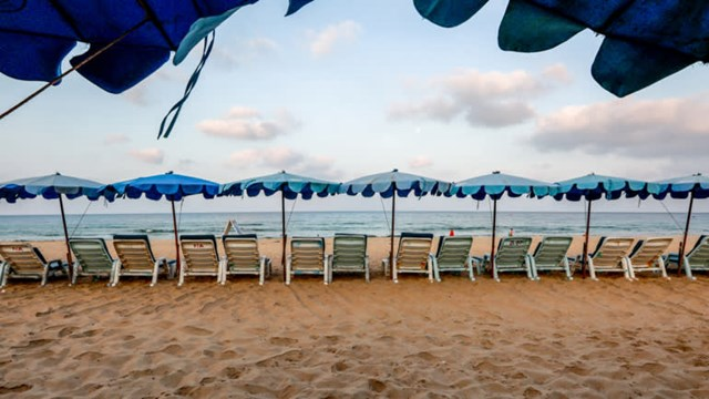 """Ngành du lịch Thái Lan hy vọng việc thử nghiệm """"hộp cát du lịch Phuket"""" sẽ vực dậy nền kinh tế."""