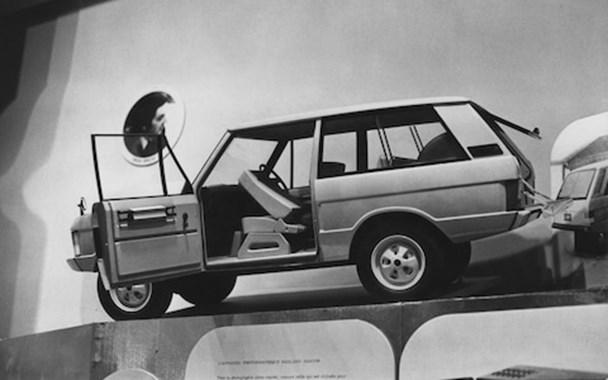 Chiếc Range Rover tại bảo tàng Louvre