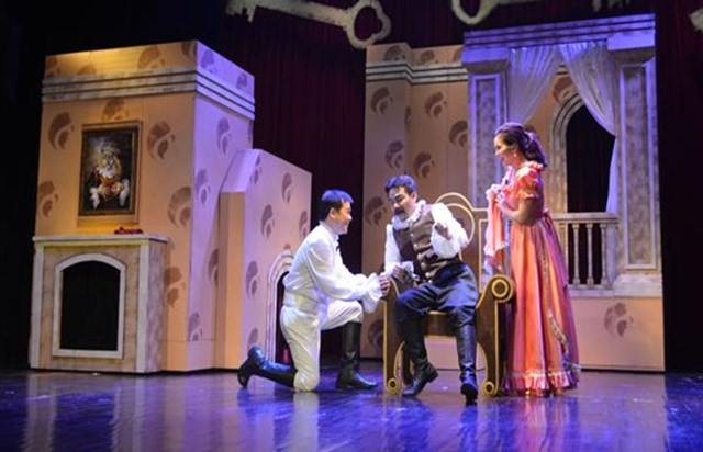 Một vài hình ảnh NSƯT Trịnh Mai Nguyên trong vai lão hà tiện Harpagon trên sân khấu kịch