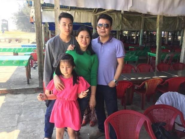Tấm hình hiếm hoi của Trịnh Mai Nguyên bên gia đình