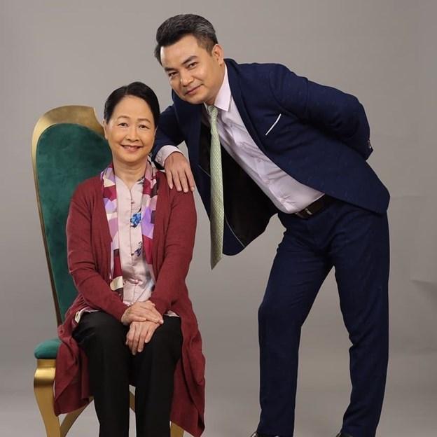 """Trong """"Hương vị tình thân"""", Chủ tịch Khang (NSƯT Trịnh Mai Nguyên) là người con có hiếu của bà Dần (NSND Như Quỳnh)"""