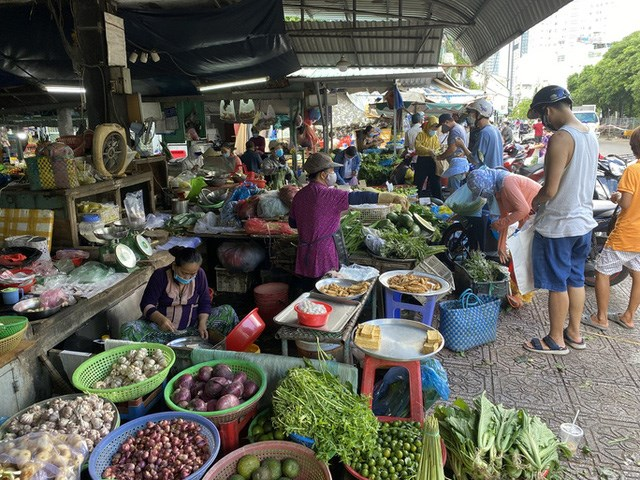 TP HCM thí điểm chợ truyền thống hoạt động trở lại - Ảnh 1