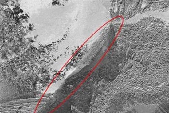 Bức ảnh được cho là con thuyền Noah được chụp trên đỉnh núi Ararad.