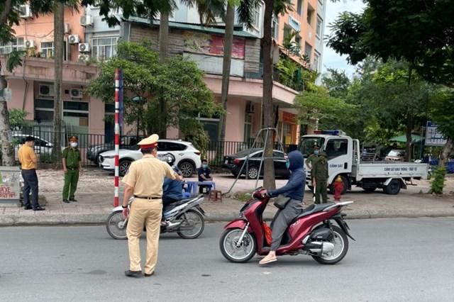 Hà Nội: Phạt hơn 1,5 tỷ đồng với 804 vụ vi phạm phòng dịch chỉ trong ngày thứ 4 giãn cách - Ảnh 1