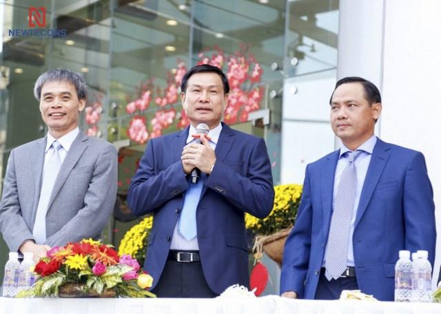 Từ trái qua phải: ông Nguyễn Sỹ Công, Nguyễn Bá Dương và Trần Quang Quân
