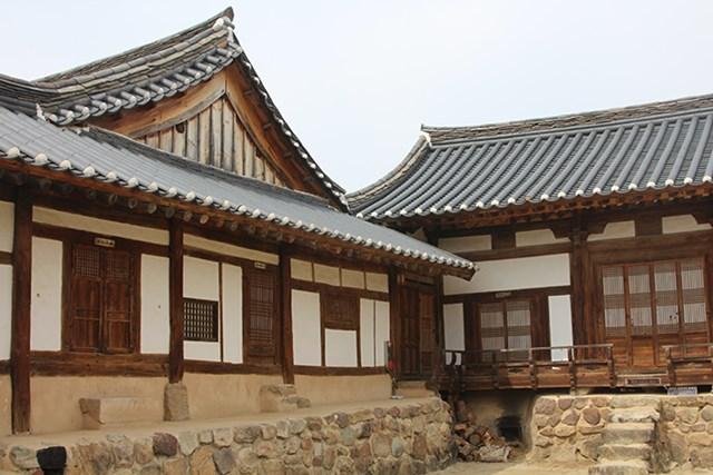 Ngôi nhà cổ Yangjindang của chủ họ Ryu Un-ryong.