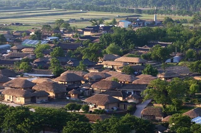 Phong cách kiến trúc Joseon đặc trưng của làng dân gian Hahoe.