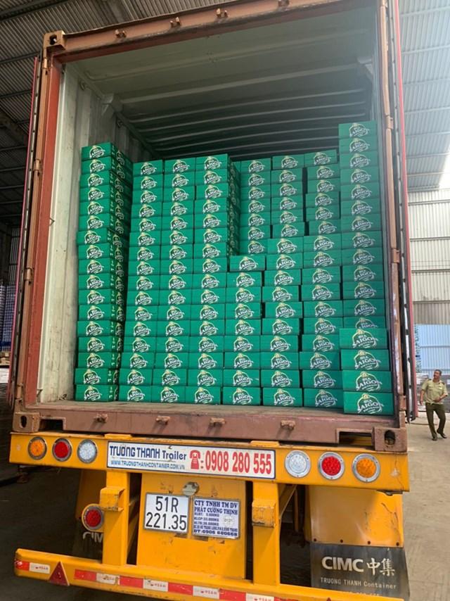 """Sản phẩm bia của Công ty bia Sài Gòn Việt Nam gia công, sản xuất tại sở sở Biva được xác định là """"Xâm phạm quyền sử hữu công nghiệp"""" - ẢNH: TỔNG CỤC QLTT"""