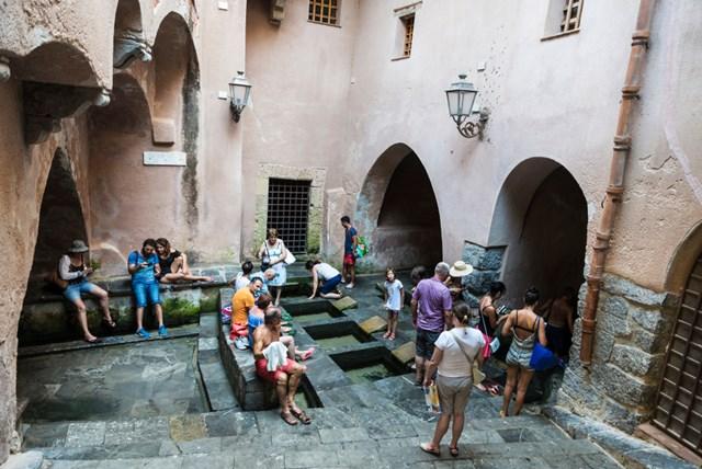 Lavatoio khu bể giặt công cộng có từ thời Trung cổ thế kỷ 18
