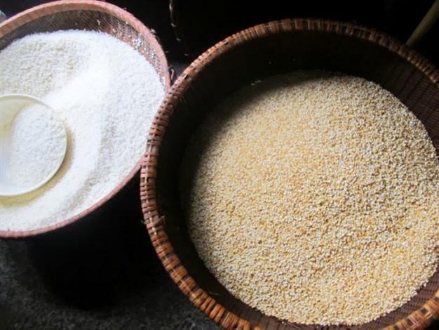 Gạo nếp làm bánh phải thơm, căng, mẩy thì bánh mới ngon.