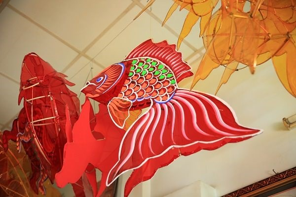 Những chiếc lồng đèn nan tre truyền thống ngày càng vắng bóng trên phố phường mùa Trung thu.