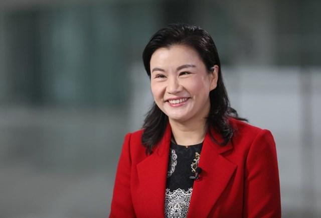 Chu Quần Phi - Từ cô công nhân nghèo thành nữ tỷ phú giàu nhất thế giới - Ảnh 1