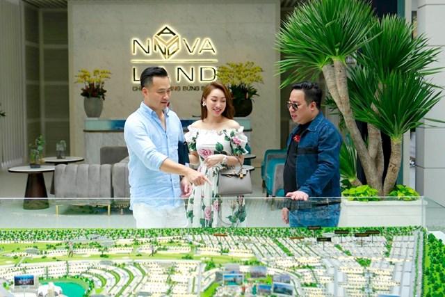 Tại khu vực Saigon Casa Cafe, Chi Bảo được giới thiệu chi tiết về dự án NovaWorld Phan Thiet. Nam nghệ sĩ thật sự hứng thú khi được giới thiệu về dự án 1,000 hecta cùng quy hoạch hàng trăm tiện ích quốc tế, các sự kiện được sẽ được tổ chức nhằm biến NovaWorld Phan Thiet trở thành điểm đến sôi động.