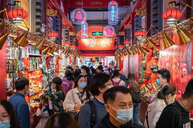 Gần nửa tỷ người đổ xô đi du lịch sau thời gian 'mắc kẹt' trong nhà, kinh tế Trung Quốc đã được vực dậy? - Ảnh 1
