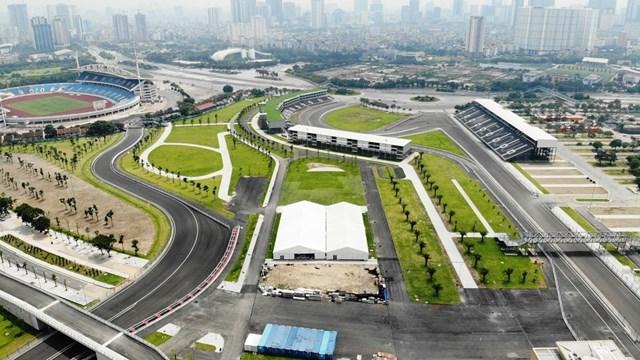 Theo kế hoạch ban đầu, đường đua sẽ hoàn thành và bàn giao cho FIA vào tháng 3/2020, đảm bảo cho giải đua được tổ chức đúng lịch từ ngày 3/4 đến 5/4. Tuy nhiên, do dịch Covid-19, giải đua phải tạm hoãn nên đơn vị thi công phải huy động công nhân tháo dỡ các mục phục vụ sự kiện.