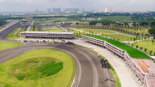 Trước đó, đại diện Công ty TNHH Việt Nam Grand Prix - đơn vị chủ trì tổ chức giải đua F1, cho biết các hạng mục tháo dỡ sẽ được cất vào kho để bảo quản, khi có quyết định tổ chức giải đua trở lại sẽ đem ra lắp ghép lại.