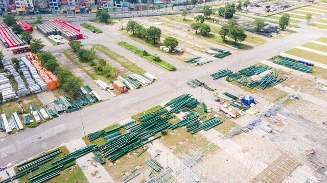 Đường đua F1 tại Hà Nội được xây dựng trên tổng diện tích 88 ha, trong khuôn viên Khu liên hợp thể thao Mỹ Đìnhvà một phần trên đường giao thông công cộng, chạy qua các phố Lê Quang Đạo, Lê Đức Thọ…