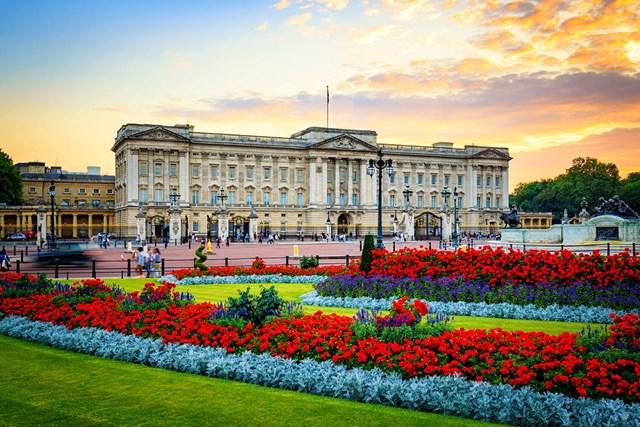Hoa viên luôn tràn ngập sắc màu của Cung điện Buckingham