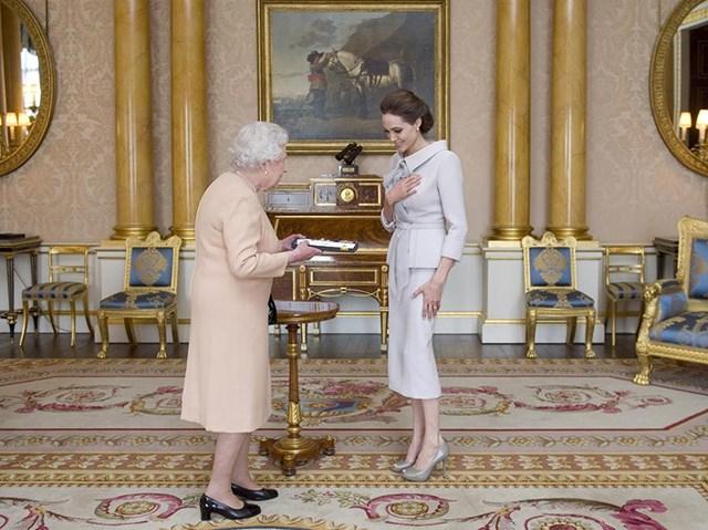 Minh tinh điện ảnh Angelina Jolie từng có vinh dự được Nữ hoàng Anh đón tiếp tại căn phòng 1844.