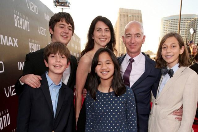 Nhà sáng lập Amazon Jeff Bezos có 4 người con