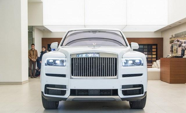 Rolls-Royce Cullinan trưng bày tại đại lý Rolls-Royce Motor Cars Hanoi. Ảnh: Lee Hoàng.