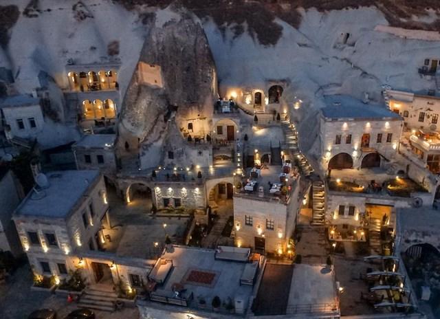 Những khách sạn trong hang vô cùng độc đáo khiến du khách thích mê - Ảnh 9