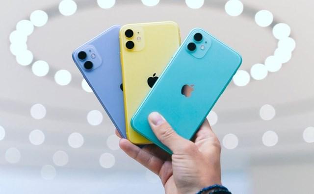 iPhone 11qua sử dụng đang được bán với giá 14,4 triệu đồng, giảm 400.000 đồng so với tháng trước. iPhone 11 có nhiều phiên bản màu sắc trẻ trung như xanh lá, đỏ, vàng, trắng hay tím. Model này dùng màn hình 6,1 inch, tấm nền IPS LCD thay vì OLED. Máy được trang bị chip Apple A13 Bionic, RAM 4 GB. Sản phẩm chính hãng đang được bán với giá từ 17 triệu đồng.