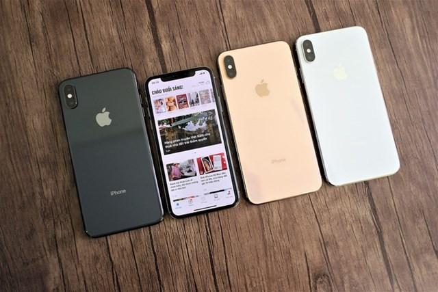 iPhone XSMaxcũ 64 GB giảm 1,2 triệu đồng, còn 13,8 triệu đồng. Máy dùng màn hình OLED 6,5 inch, camera kép 12 MP và 12 MP. Model này sử dụng chip xử lý 6 nhân A12 Bionic hứa hẹn mang đến hiệu năng mượt mà trong 2-3 năm tới. Hiện tại, sản phẩm chính hãng đã ngừng bán ở Việt Nam.