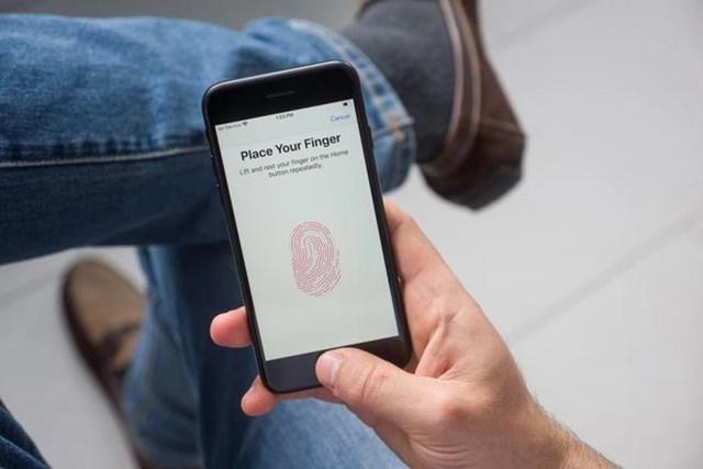 iPhone 13 có thể trang bị cảm biến vân tay dưới màn hình. Ảnh:PhoneArena.
