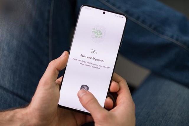 Cảm biến vân tay dưới màn hình không phải tính năng mới lạ trên Android. Ảnh:PhoneArena.