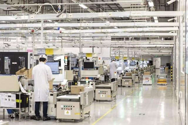 Một góc nhà máy sản xuất điện thoại của Huawei tại Đông Hoản, Trung Quốc, hồi tháng 1 vừa qua. Ảnh:Bloomberg.