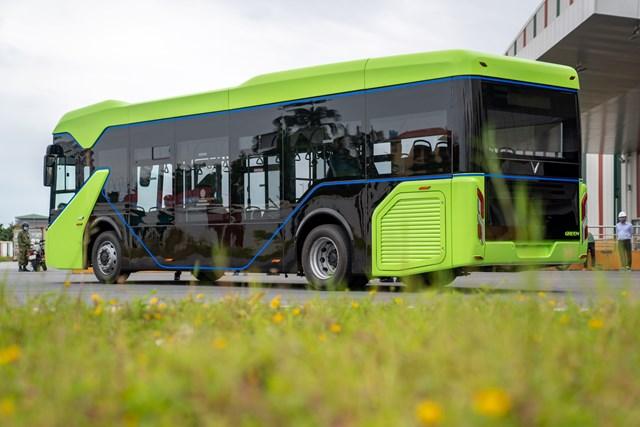 Xe buýt điện VinFast có thể vận hành đến 260km, sạc đầy trong vòng 2h - Ảnh 1