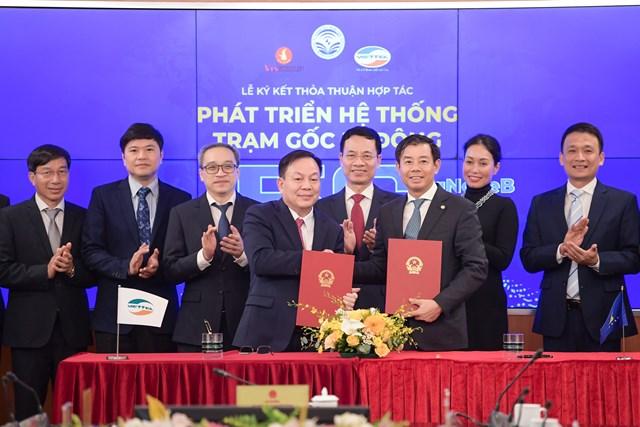 Viettel và Vingroup ký thỏa thuận hợp tác phát triển hệ thống trạm thu phát sóng 5G
