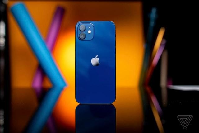 Dung lượng pin của các phiên bản iPhone 12 đều thấp hơn so với máy tương ứng thế hệ iPhone 11.