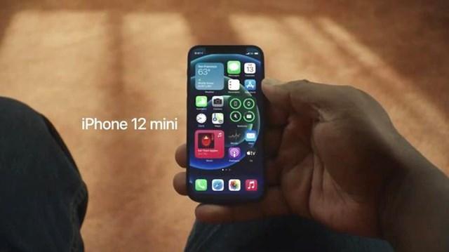 iPhone 12 mini là lựa chọn hợp lý cho những ai thích điện thoại nhỏ gọn.