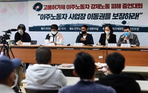 Một công nhân Việt Nam nói về trải nghiệm bị hành hung và tống tiền sau khi cố gắng thay đổi nơi làm việc tại Hàn Quốc.