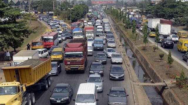 Mặt trái của xe năng lượng mới: Các nước giàu đang gửi hàng triệu ô tô cũ bẩn cho các nước nghèo - Ảnh 1