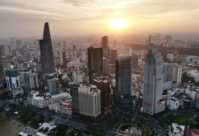 Dự án khách sạn Hilton Sài Gòn tiêu chuẩn 5 sao, toạ lạc tại số 11 Công Trường Mê Linh, phường Bến Nghé, quận 1, TP HCM do Công ty Cổ phần Đầu tư Sản xuất Kinh doanh Sài Gòn Cửu Long (Công ty Sài Gòn Cửu Long) làm chủ đầu tư. Sau hoàn thành dự kiến vào năm 2021, khách sạn Hilton Sài Gòn sẽ trở thành tòa nhà cao thứ 3 tại TP HCM, sau Bitexco và The Landmark 81.